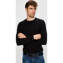 Wrangler - Sweter. Czarne swetry przez głowę męskie Wrangler, z bawełny, z okrągłym kołnierzem. Za 199.90 zł.