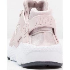 Nike Sportswear HUARACHE RUN  Tenisówki i Trampki particle rose/thunder blue. Trampki i tenisówki dziewczęce Nike Sportswear, z materiału. Za 399.00 zł.