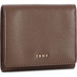 Mały Portfel Damski DKNY - Bryant Trifld Wallet R7413100 Desert DES. Brązowe portfele damskie DKNY, ze skóry. Za 379.00 zł.