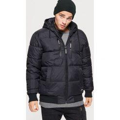 Pikowana kurtka na zimę - Czarny. Czarne kurtki męskie Cropp, na zimę. Za 249.99 zł.