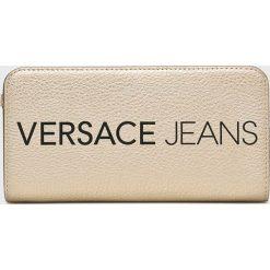 Versace Jeans - Portfel. Szare portfele damskie Versace Jeans, z jeansu. W wyprzedaży za 269.90 zł.