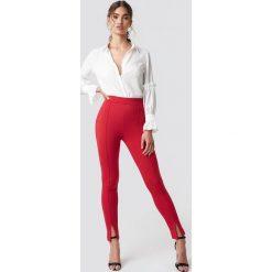 NA-KD Spodnie z detalem z przodu - Red. Czerwone spodnie materiałowe damskie NA-KD. Za 141.95 zł.
