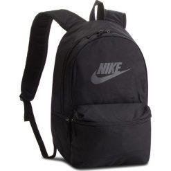 Plecak NIKE - BA5749 010. Czarne plecaki damskie Nike, z materiału, sportowe. Za 119.00 zł.