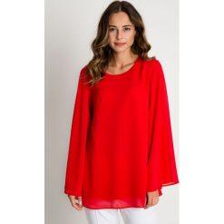 Czerwona luźna bluzka z rozkloszowanymi rękawami BIALCON. Czerwone bluzki damskie BIALCON, eleganckie. W wyprzedaży za 139.00 zł.