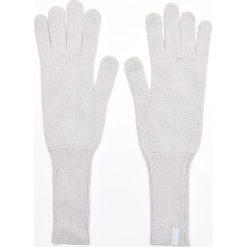 Długie rękawiczki - Jasny szary. Szare rękawiczki damskie Cropp. Za 29.99 zł.