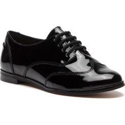Oxfordy CLARKS - Andora Trick 261271554 Black Patent. Czarne półbuty damskie Clarks, z lakierowanej skóry. W wyprzedaży za 229.00 zł.