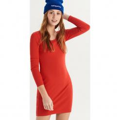 Bawełniana sukienka basic - Czerwony. Czerwone sukienki damskie Sinsay, z bawełny. Za 39.99 zł.