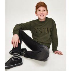 Bluza z napisem positive - Khaki. Bluzy dla chłopców Reserved, z napisami. W wyprzedaży za 39.99 zł.