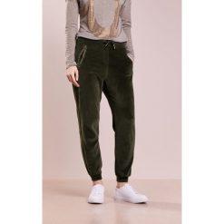 True Religion Spodnie treningowe dusty olive. Spodnie dresowe damskie True Religion, z bawełny. Za 549.00 zł.