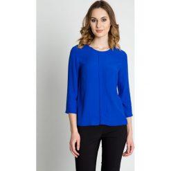 Szafirowa bluzka z rękawem 3/4 i zakładką BIALCON. Niebieskie bluzki damskie BIALCON, z tkaniny, biznesowe, z kopertowym dekoltem. Za 185.00 zł.