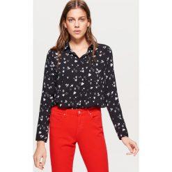 Klasyczna koszula z nadrukiem - Czarny. Czarne koszule damskie Cropp, z nadrukiem, klasyczne, z klasycznym kołnierzykiem. Za 49.99 zł.