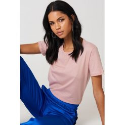 NA-KD Basic T-shirt basic - Pink. Różowe t-shirty damskie NA-KD Basic, z bawełny, z okrągłym kołnierzem. Za 27.95 zł.
