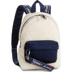 Plecak TOMMY JEANS - Tju Logo Tape Micro Backpack Flc AU0AU00392 902. Białe plecaki damskie Tommy Jeans, z jeansu. Za 399.00 zł.