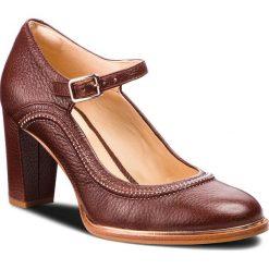 Półbuty CLARKS - Ellis Mae 261351074 Tan Leather. Brązowe półbuty damskie Clarks, z materiału, eleganckie. W wyprzedaży za 249.00 zł.