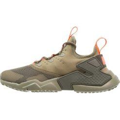 Nike Sportswear HUARACHE RUN DRIFT  Tenisówki i Trampki med olive/total crimson/sequoia. Buty sportowe chłopięce Nike Sportswear, z materiału. Za 419.00 zł.