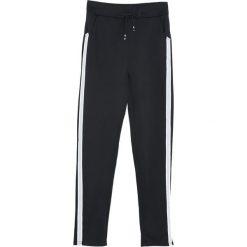 Czarno-Białe Spodnie Dresowe Patience. Białe spodnie dresowe damskie Born2be, z dresówki. Za 39.99 zł.