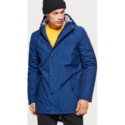 Zimowy płaszcz z ociepleniem - Granatowy. Niebieskie płaszcze męskie Cropp, na zimę. Za 329.99 zł.