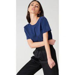 NA-KD Basic T-shirt z odkrytymi plecami - Blue,Navy. Niebieskie t-shirty damskie NA-KD Basic, z bawełny, z dekoltem na plecach. Za 52.95 zł.