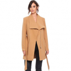 """Płaszcz """"Cindy"""" w kolorze karmelowym. Brązowe płaszcze damskie Cosy Winter, w paski, z tkaniny. W wyprzedaży za 227.95 zł."""