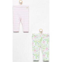 Spodnie 2 pack - Biały. Spodenki niemowlęce marki Reserved. W wyprzedaży za 19.99 zł.