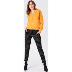 NA-KD Basic Bluza basic z kapturem - Orange. Pomarańczowe bluzy damskie NA-KD Basic. W wyprzedaży za 50.48 zł.