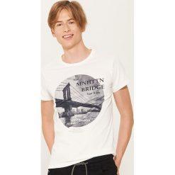 T-shirt z fotonadrukiem - Kremowy. Białe t-shirty męskie House. Za 39.99 zł.