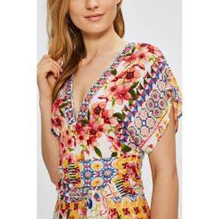 Desigual - Sukienka. Szare sukienki damskie Desigual, z dzianiny, casualowe, z krótkim rękawem. W wyprzedaży za 499.90 zł.