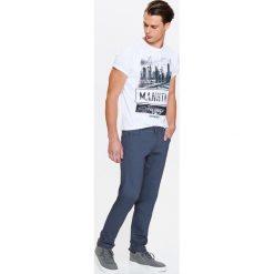 44f96ab4e7 SPODNIE MĘSKIE TYPU BASIC Z PIĘCIOMA KIESZENIAMI. Spodnie materiałowe  męskie marki TOP SECRET. W