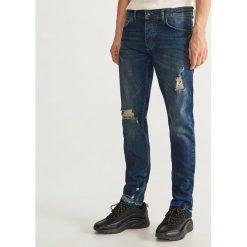 Jeansy slim fit z przetarciami - Niebieski. Niebieskie jeansy męskie Reserved. Za 149.99 zł.