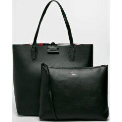 Guess Jeans - Torebka dwustronna Bobbi Large. Czarne torby na ramię damskie Guess Jeans. Za 649.90 zł.