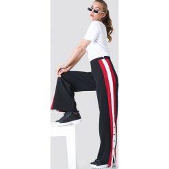 Trendyol Spodnie z paskami i guzikami - Black. Czarne spodnie materiałowe damskie Trendyol, w paski. Za 80.95 zł.