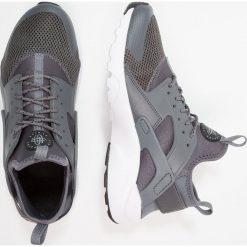 Nike Sportswear AIR HUARACHE RUN ULTRA Tenisówki i Trampki dark grey/black/white/cool grey. Buty sportowe chłopięce Nike Sportswear, z materiału. Za 439.00 zł.