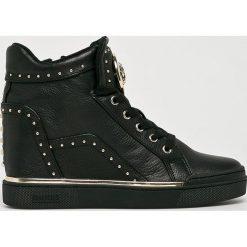 Guess Jeans - Buty. Czarne obuwie sportowe damskie Guess Jeans, z aplikacjami, z gumy. Za 699.90 zł.