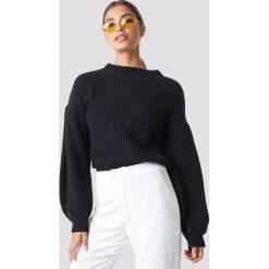NA-KD Sweter z dzianiny z bufiastym rękawem - Black. Czarne swetry damskie NA-KD, z dzianiny, z golfem. Za 121.95 zł.
