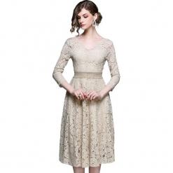 Sukienka w kolorze beżowym. Brązowe sukienki damskie Ostatnie sztuki w niskich cenach, w koronkowe wzory, z koronki, z dekoltem na plecach. W wyprzedaży za 184.95 zł.
