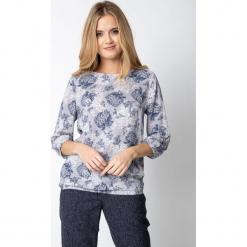 Szara bluzka z kwiatowym wzorem QUIOSQUE. Szare bluzki damskie QUIOSQUE, w kwiaty, z wiskozy, eleganckie, z dekoltem w łódkę, z długim rękawem. Za 139.99 zł.