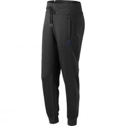 New Balance WP73535BK. Czarne spodnie dresowe damskie New Balance, z bawełny. W wyprzedaży za 169.99 zł.