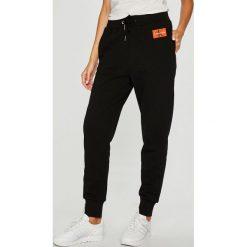 Calvin Klein Jeans - Spodnie. Szare jeansy damskie Calvin Klein Jeans. Za 399.90 zł.