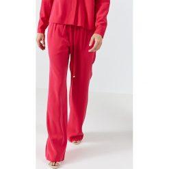 Simple - Spodnie. Szare spodnie materiałowe damskie Simple. W wyprzedaży za 279.90 zł.