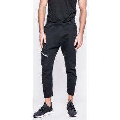 Puma - Spodnie Evo Tactile Pants Puma Black. Spodnie sportowe męskie marki bonprix. W wyprzedaży za 139.90 zł.