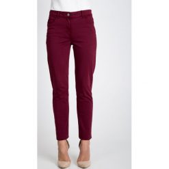 Spodnie w kolorze bordowym QUIOSQUE. Czerwone spodnie materiałowe damskie QUIOSQUE, w paski, z denimu. W wyprzedaży za 109.99 zł.