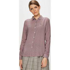 Lacoste - Koszula. Szare koszule damskie Lacoste, z tkaniny, casualowe, z klasycznym kołnierzykiem, z długim rękawem. W wyprzedaży za 359.90 zł.