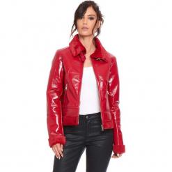 """Kurtka """"Molly"""" w kolorze czerwonym. Czerwone kurtki damskie Cosy Winter, z lakierowanej skóry. W wyprzedaży za 272.95 zł."""