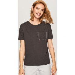 T-shirt z imitacją kieszonki - Szary. T-shirty damskie marki DOMYOS. W wyprzedaży za 29.99 zł.
