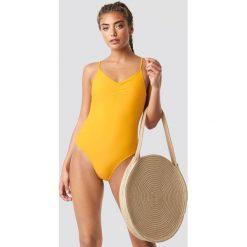 NA-KD Swimwear Kostium kąpielowy z marszczeniem - Yellow. Żółte kostiumy jednoczęściowe damskie NA-KD Swimwear. Za 121.95 zł.