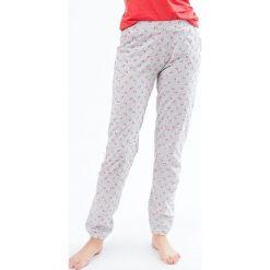 Etam - Spodnie piżamowe. Piżamy damskie marki MAKE ME BIO. W wyprzedaży za 59.90 zł.