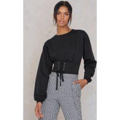 Rut&Circle Bluza z podkreśloną talią Elina - Black. Czarne bluzy damskie Rut&Circle, w paski, z bawełny. W wyprzedaży za 80.98 zł.