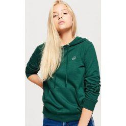 Bluza hoodie - Khaki. Brązowe bluzy damskie Cropp. Za 69.99 zł.