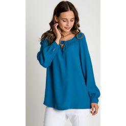 Morska bluzka z długim rękawem BIALCON. Zielone bluzki damskie BIALCON, wizytowe, z długim rękawem. W wyprzedaży za 79.00 zł.