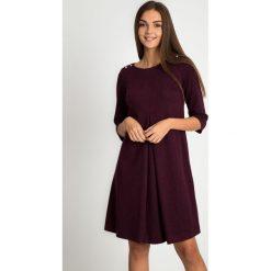 Sukienka w kolorze wina z rozcięciem QUIOSQUE. Czarne sukienki damskie QUIOSQUE, z dzianiny, z długim rękawem. Za 219.99 zł.